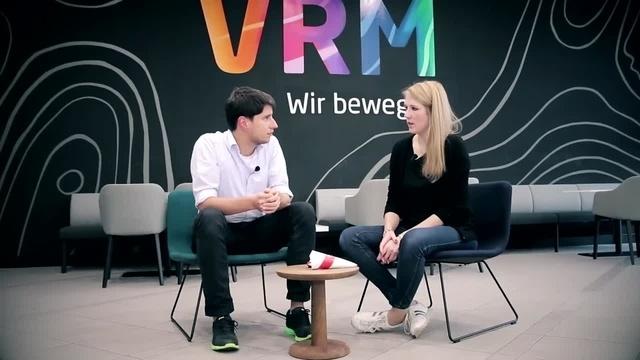 Wortpiratin rot-weiß: Mara Pfeiffer trifft AZ-Sportchef Dennis Rink