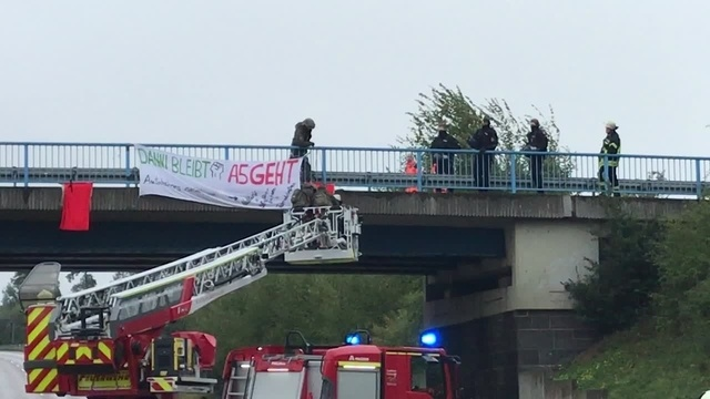 Protest gegen A49-Ausbau: Aktivisten blockieren A5