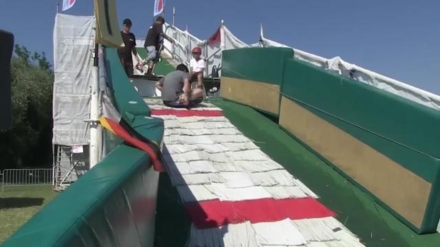 Tibet testet: Skispringen im Sommer