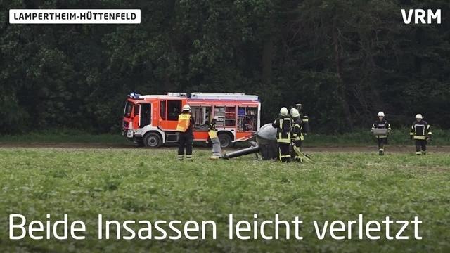Lampertheim: Hubschrauber kippt bei Notlandung um