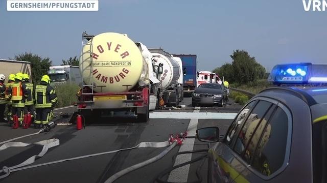 Unfall auf A67 - flüssiges Latex läuft aus