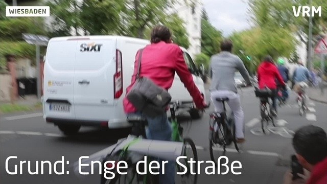 Neuer Radstreifen in der Emser Straße