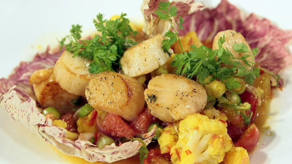 Safran-Blumenkohl-Salat mit gebratenen Jakobsmuscheln von Johann Lafer
