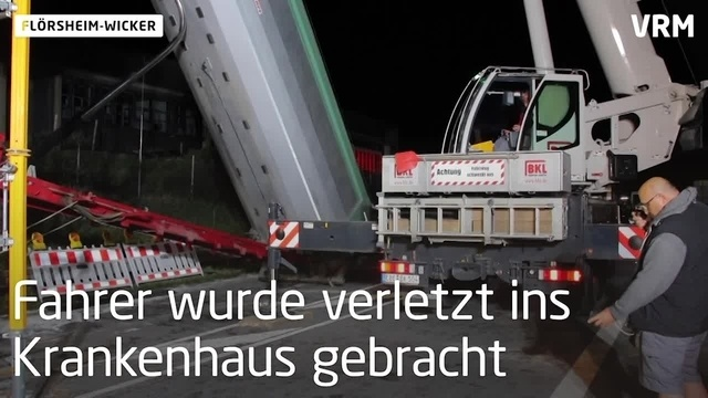 Flörsheim-Wicker: Sattelzug aus Brücke befreit