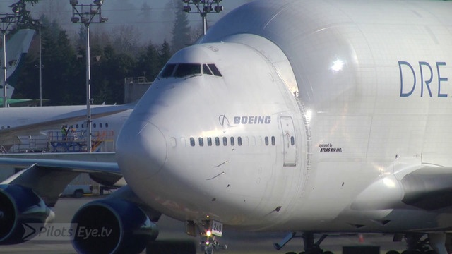 Dreamlifter-Landung in Everett