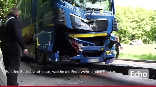 Zwei Lastwagen stoßen bei Mörlenbach zusammen