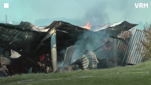 Feuer in Maschinenhalle richtet großen Schaden an