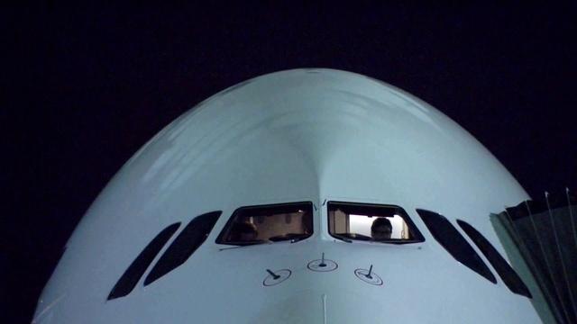 Triebwerksausfall bei der A380 / Luxusautos als Luftfracht