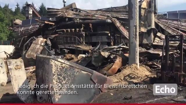 Schwere Schäden nach Brand in Grasellenbacher Sägewerk