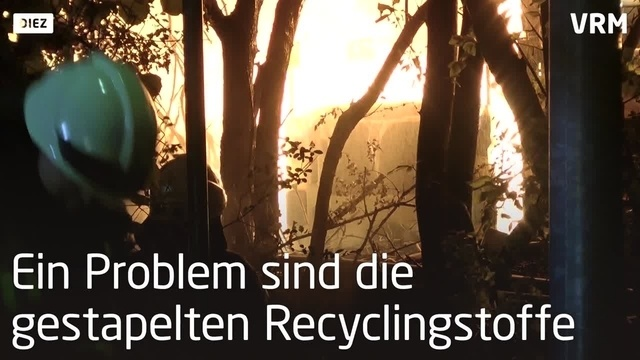 Recyclingfabrik in Diez brennt