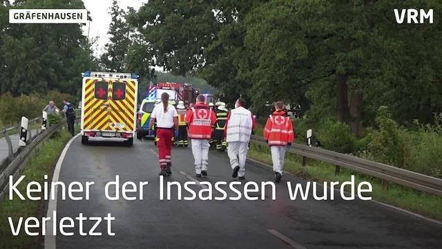 Auto mit drei Kindern landet bei Gräfenhausen im Graben