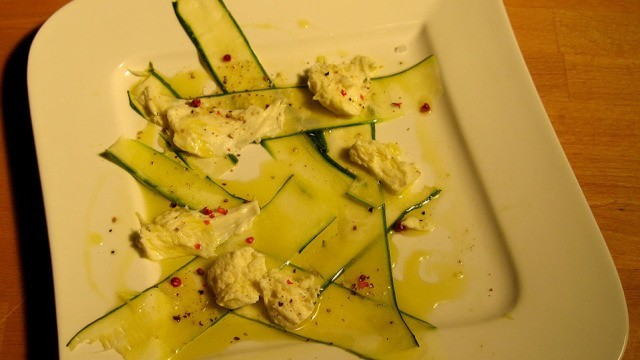 Mozzarella Zucchini Salat