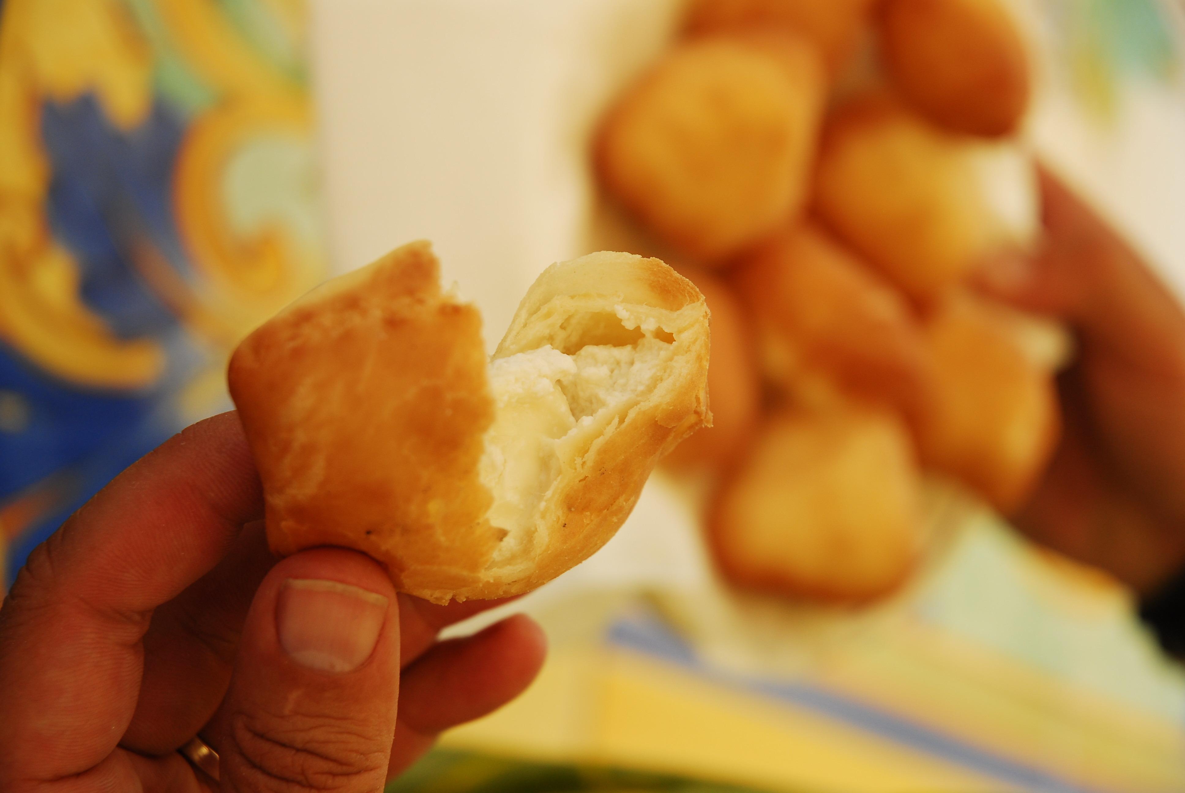 Frittierte Teigtaschen mit Ricotta (Panzerotti)
