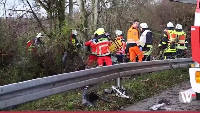 Ferrari-Unfall auf der B8 bei Kelkheim