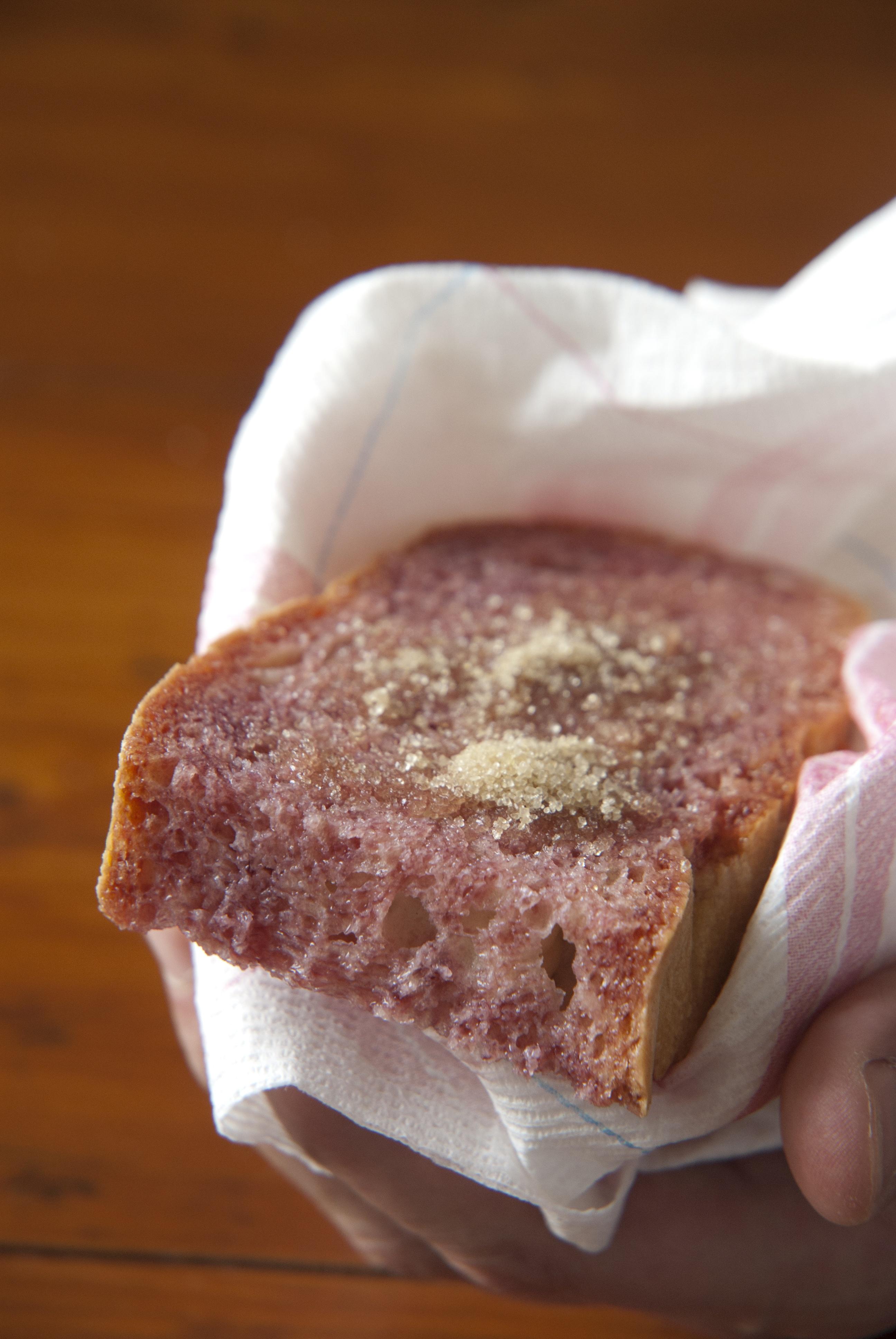Brot mit Wein und Zucker