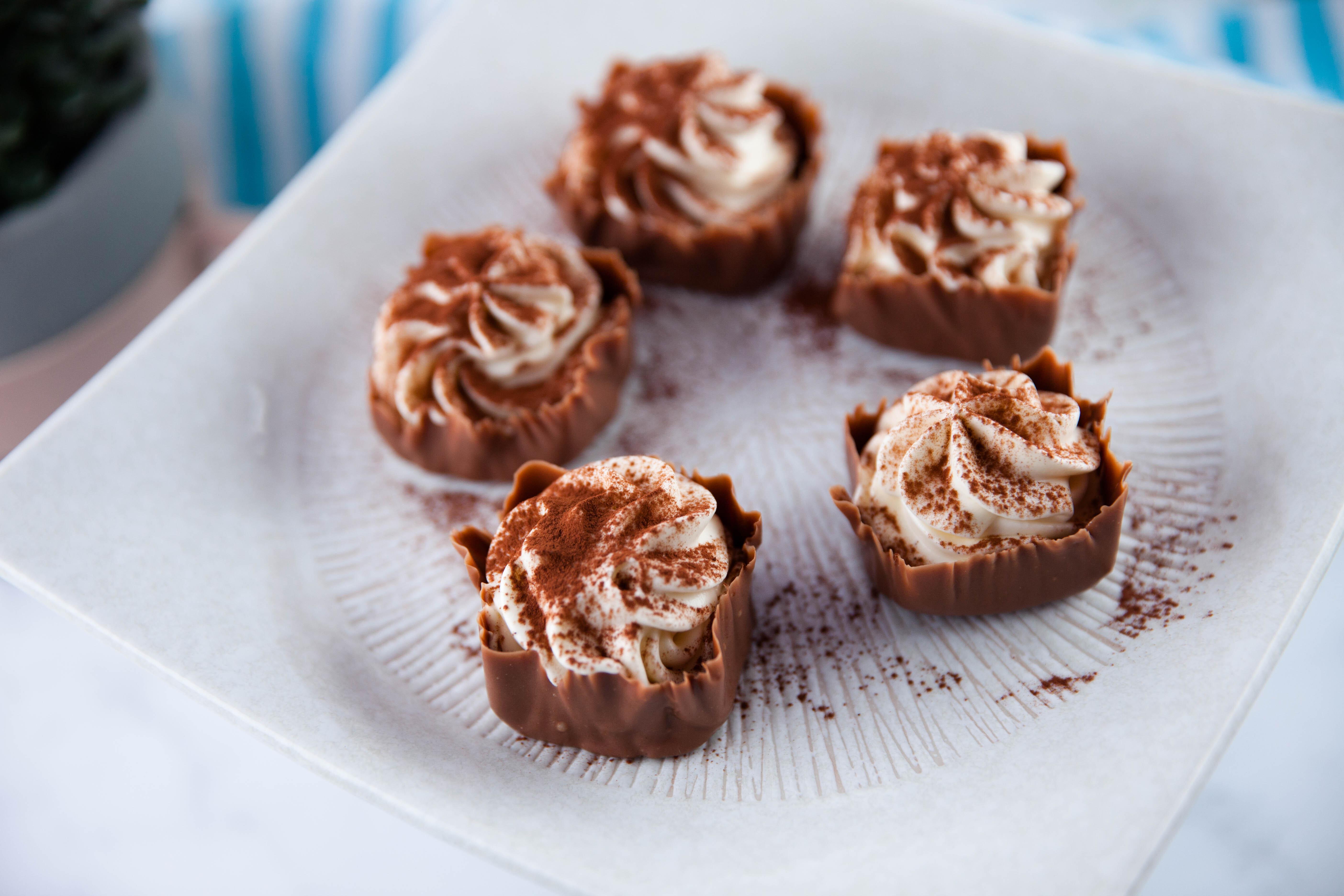 Schokoladenquadrate aus Chantilly-Creme