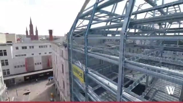 Hoch in die Luft: Ein Blick auf das Parkhaus Coulinstraße in Wiesbaden