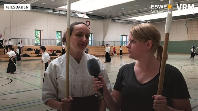Nicole Suckert testet Naginata