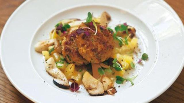 Fleischpflanzerln auf Kartoffel-Steinpilz-Risotto