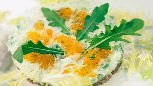 Thunfischtatar mit Wasabigurken und Fliegenfischkaviar