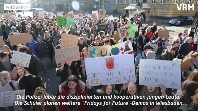Wiesbaden: 500 Schüler demonstrieren fürs Klima