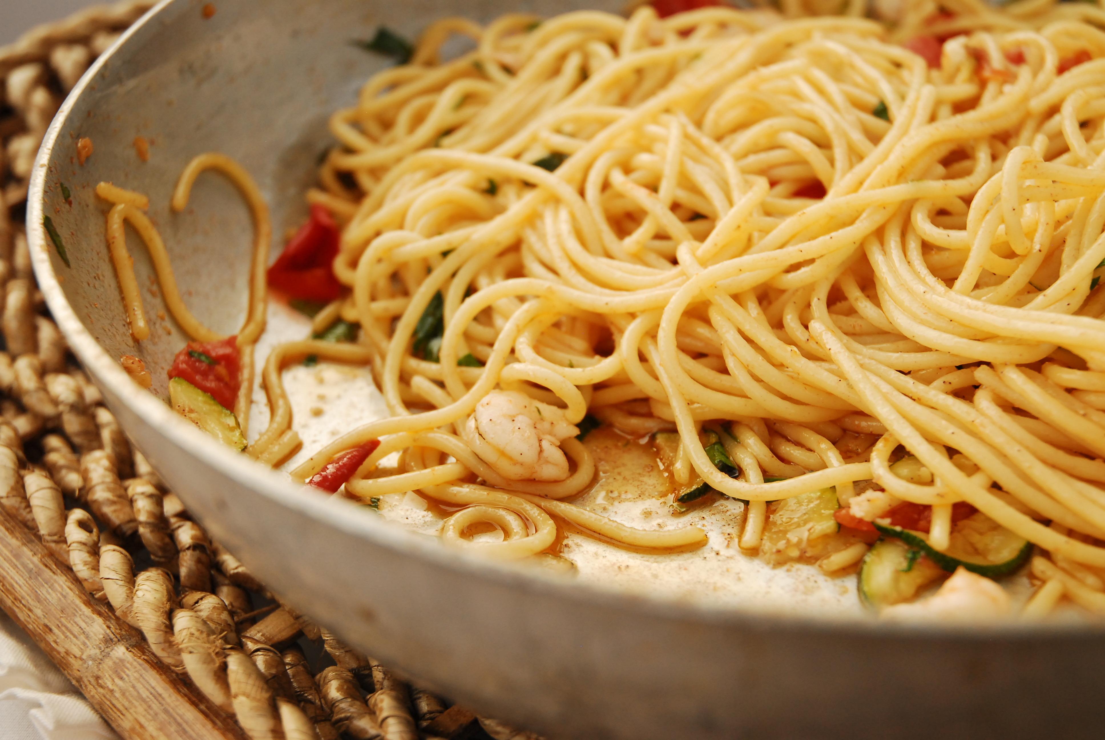 Spaghetti mit Garnelen und Zucchini