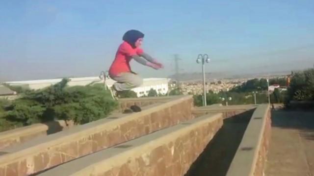 Die Parkour-Läuferin von Teheran