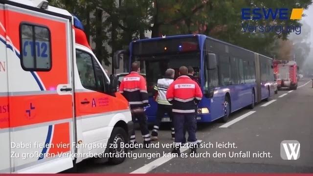 Wiesbaden: Bus muss plötzlich abbremsen - vier Fahrgäste verletzt