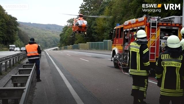 Umweltaktivisten blockieren A3 bei Idstein - Unfall im Stau