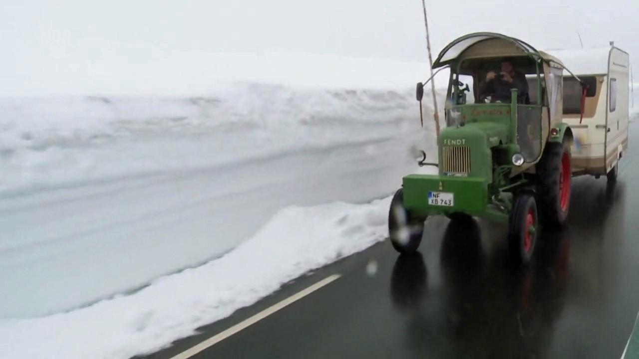 Mit dem Trecker zum Nordkap (1)   spiegel.tv