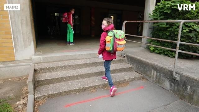 Mainzer Grundschüler gehen wieder in die Schule