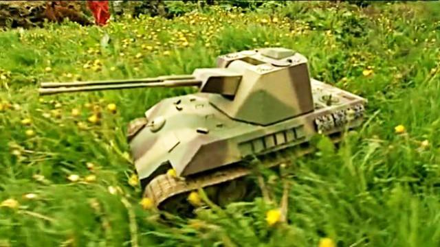 Tüfteln am Mini-Panzer