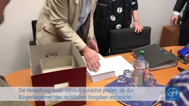 Pohlheimer Outlet-Gegner überbringen Unterschriften