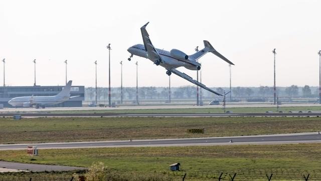 Flugbereitschaft: Notlandung in Schönefeld