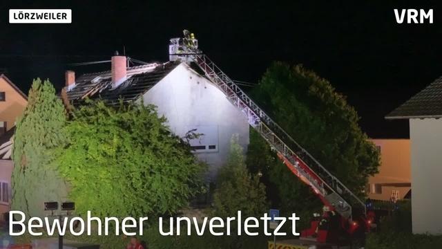 Lörzweiler: Einfamilienhaus brennt