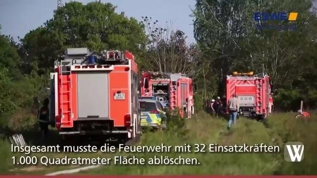 Kastel: Feuerwehr löscht brennendes Unterholz