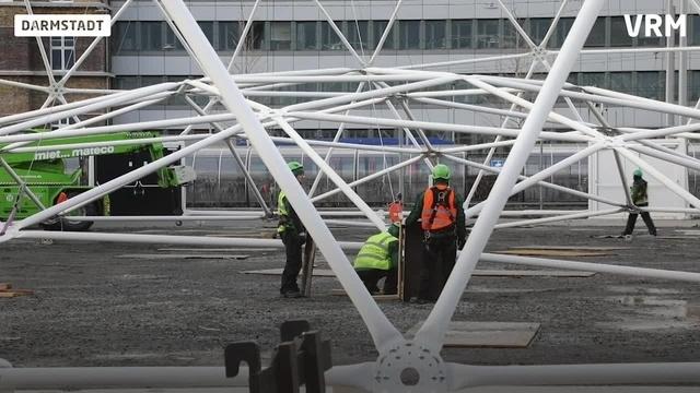 Das Merck-Zelt wird abgebaut