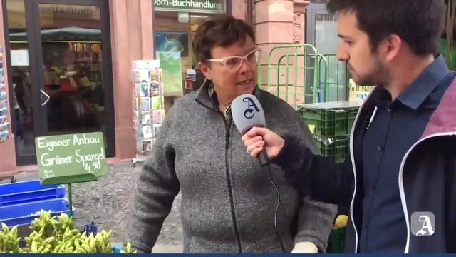 Spargelverkauf auf dem Mainzer Wochenmarkt