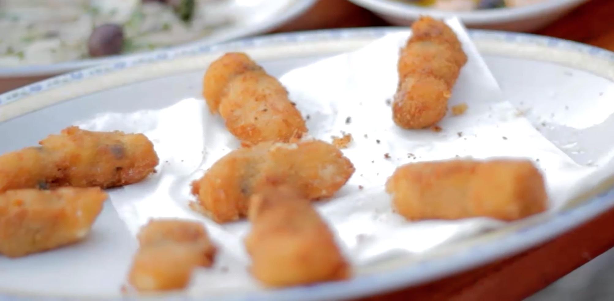 Spießchen mit Muscheln und Mozzarella