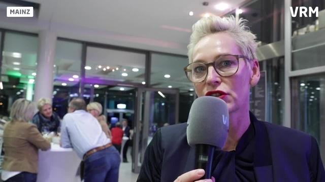 Autorin Bärbel Schäfer zu Gast bei der AZ