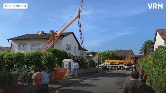 Heppenheim: Kran stürzt auf zwei Häuser
